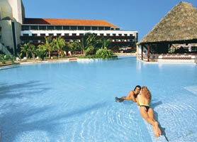 Breezes Bella Costa Varadero Pool bar